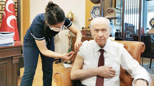 Meral Akşener, hacı olduğu için koronavirüs aşısı olduğu anlara ait fotoğrafını paylaşmamış