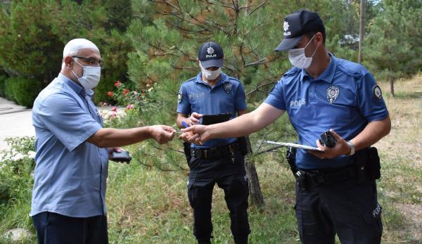 Son dakika... İmam cami bahçesinde bulduğu altınları polise teslim etti