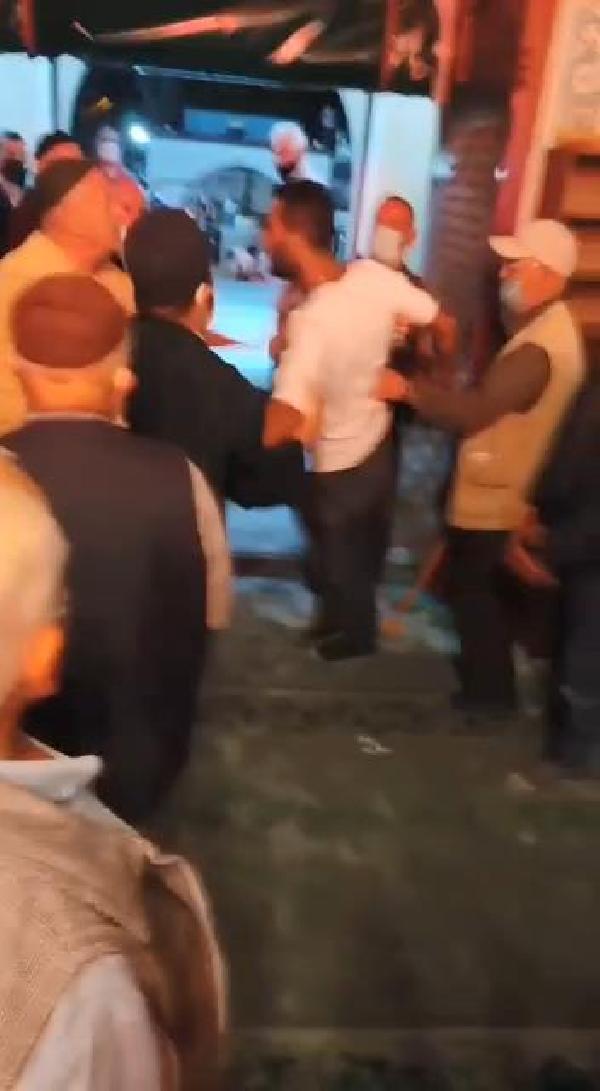 Sultangazi'de camide imam ve cemaate sopalı saldırı iddiası