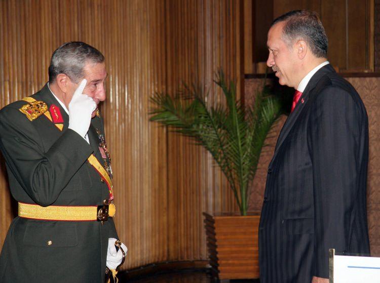 <p>Türkiye Cumhuriyeti'nin kuruluşunun 83. yıldönümü nedeni ile Anıtkabir'de düzenlenen törene Cumhurbaşkanı Ahmet Necdet Sezer, TBMM Başkanı Bülent Arınç, Başbakan Recep Tayyip Erdoğan ve diğer yetkililer katıldı.</p>  <p></p>  <p>29 Ekim 2006</p>