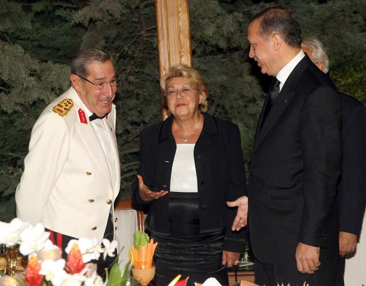 <p>30 Ağustos Zafer Bayramı dolayısıyla Genelkurmay Başkanı Orgeneral Yaşar Büyükanıt bir resepsiyon verdi.</p>  <p>30 Ağustos 2006</p>